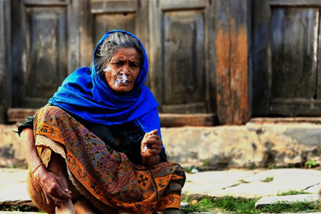 Smoking old woman. Bandipur-Nepal. 0380